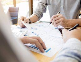 Como saber a diferença entre gasto e investimento em telefonia?